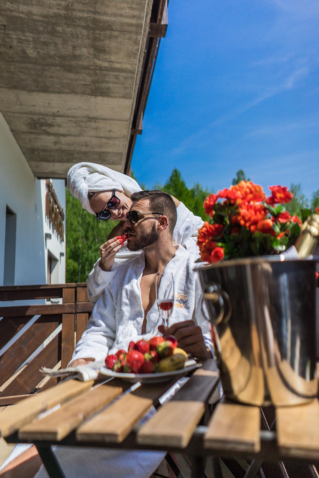 Pro Váš nejšťastnější životní krok svatba na míru v penzionu Rochota, kde si užijete lásku a romantiku, třeba v našem líbánkovém apartmá.